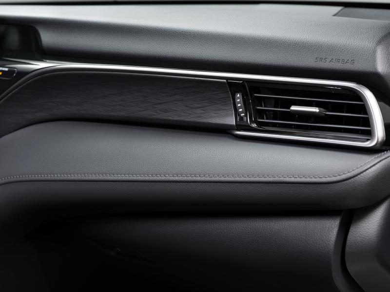 2021-Toyota-Camry-Hybrid-23