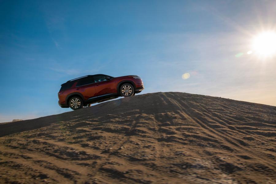 2022-Nissan-Pathfinder-01