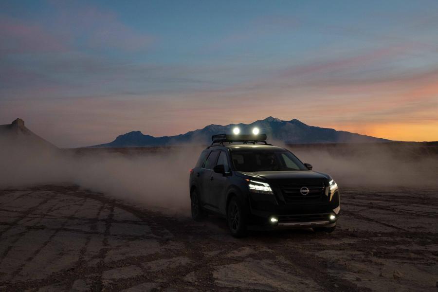 2022-Nissan-Pathfinder-02