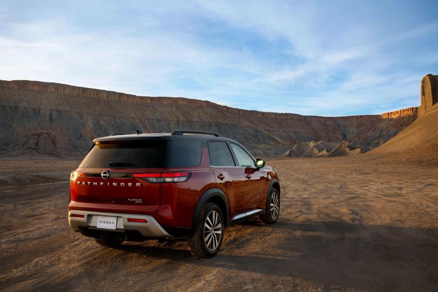 2022-Nissan-Pathfinder-03