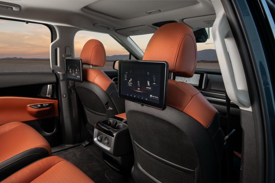 2022-Kia-Carnival-Minivan-2