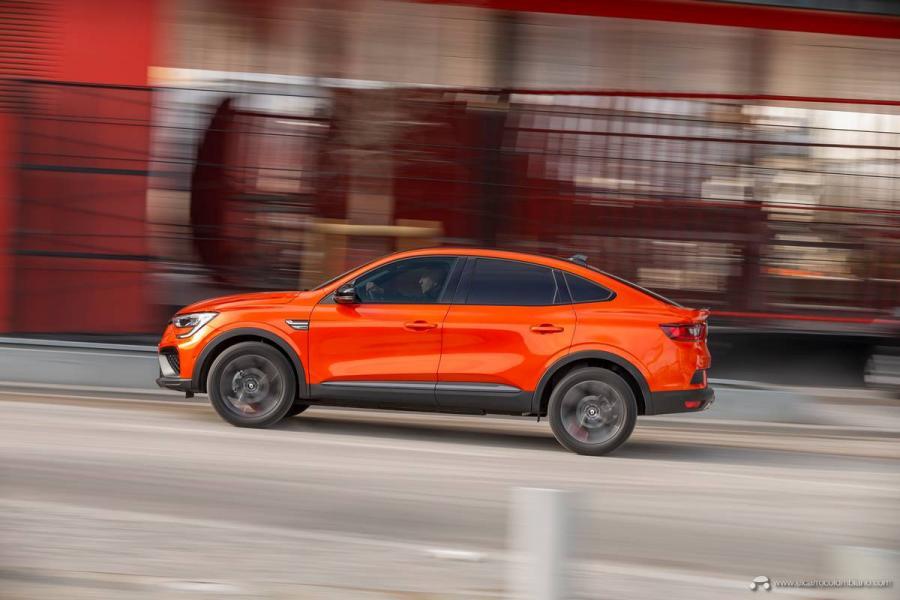 10-2021-Renault-ARKANA-Tests-drive-Valencia-Orange