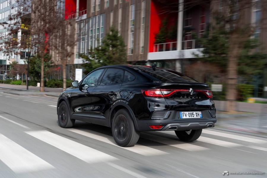18-2021-Renault-ARKANA-Tests-drive-Metallic-Black