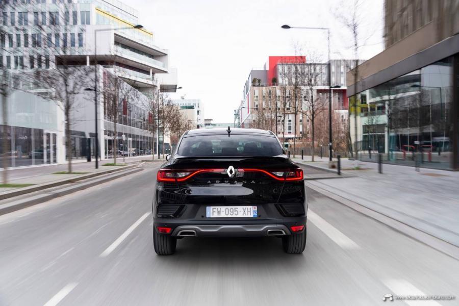 21-2021-Renault-ARKANA-Tests-drive-Metallic-Black
