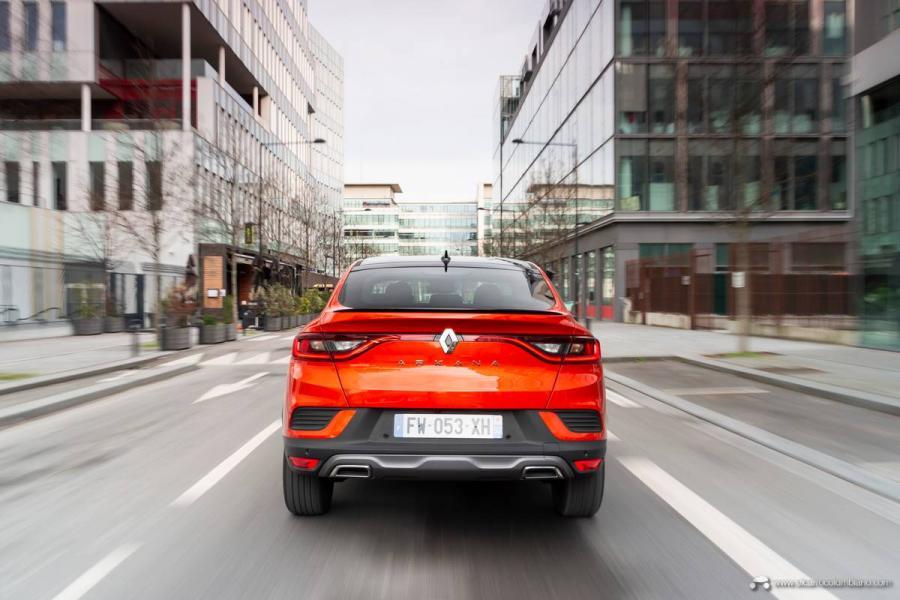 21-2021-Renault-ARKANA-Tests-drive-Valencia-Orange