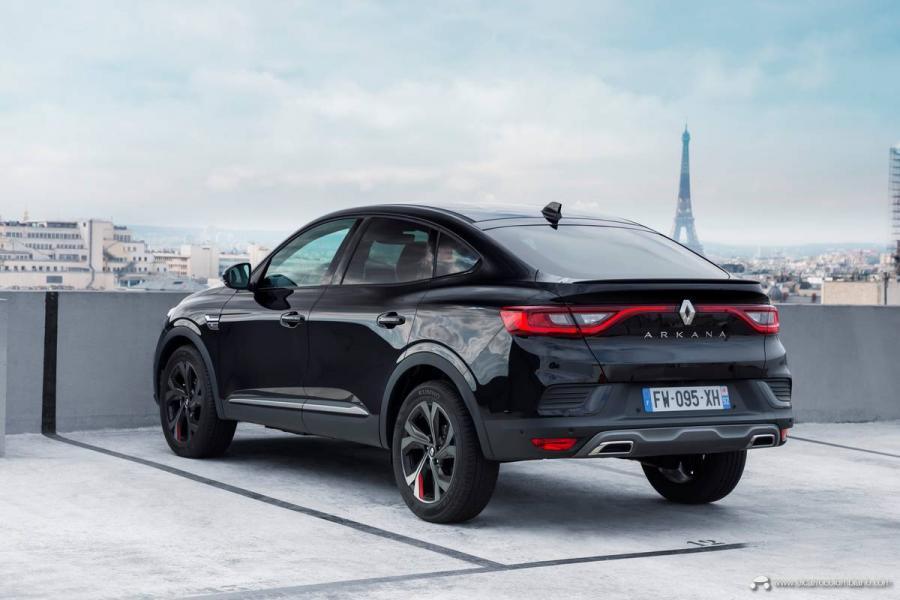 25-2021-Renault-ARKANA-Tests-drive-Metallic-Black