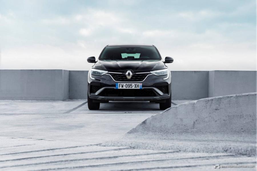 29-2021-Renault-ARKANA-Tests-drive-Metallic-Black