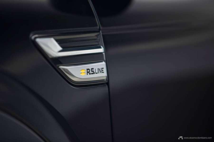 37-2021-Renault-ARKANA-Tests-drive-Metallic-Black
