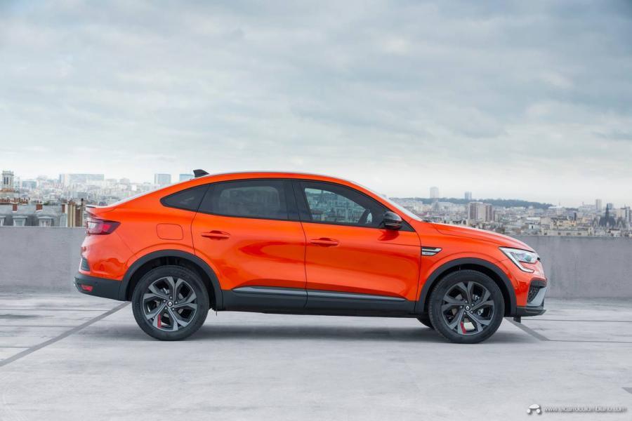39-2021-Renault-ARKANA-Tests-drive-Valencia-Orange