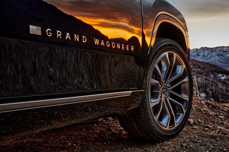 2022-Jeep-Grand-Wagoneer-11