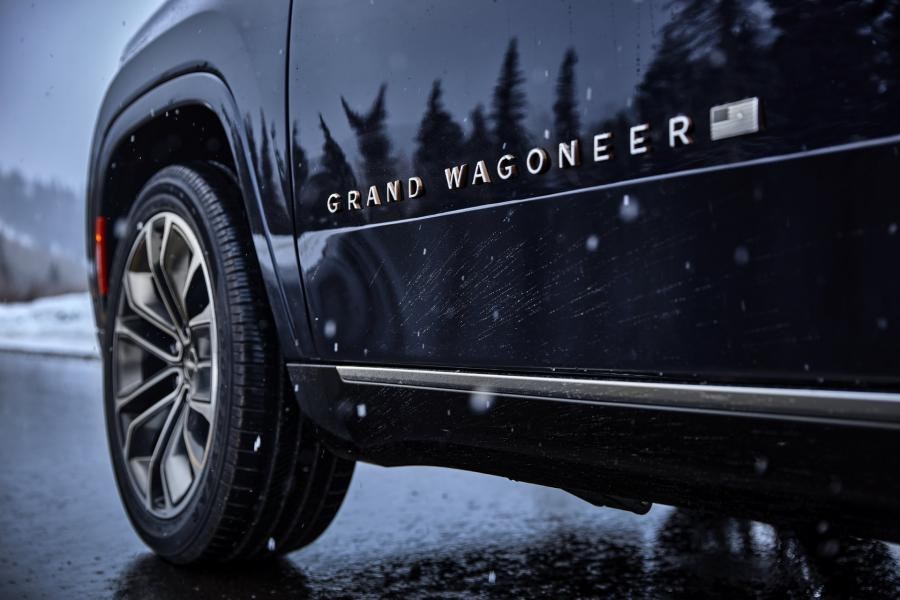 2022-Jeep-Grand-Wagoneer-12