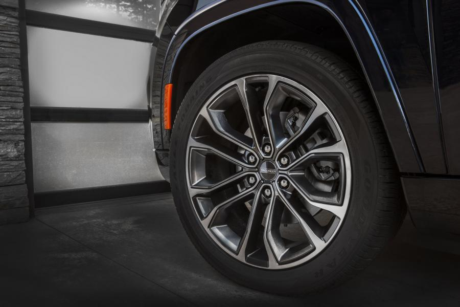 2022-Jeep-Grand-Wagoneer-15