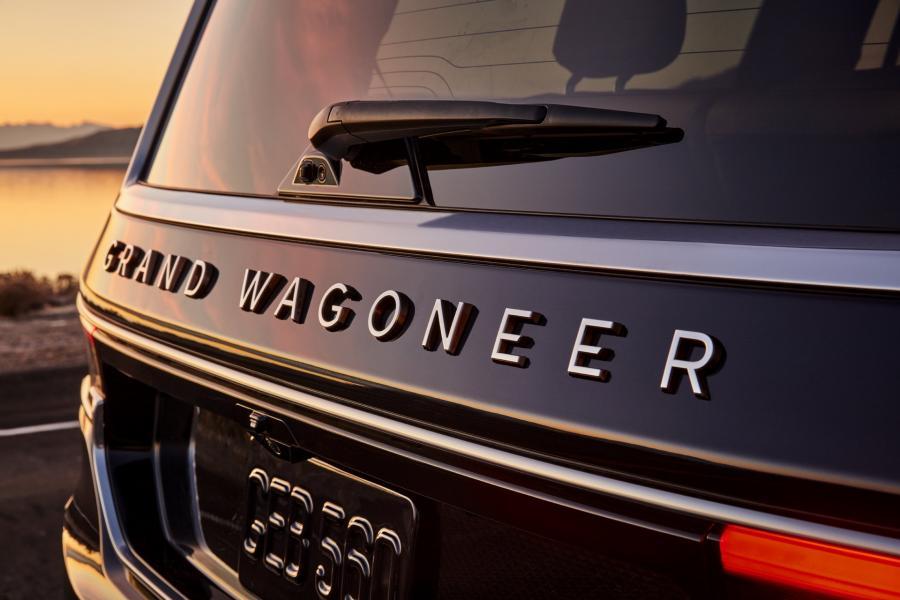 2022-Jeep-Grand-Wagoneer-18