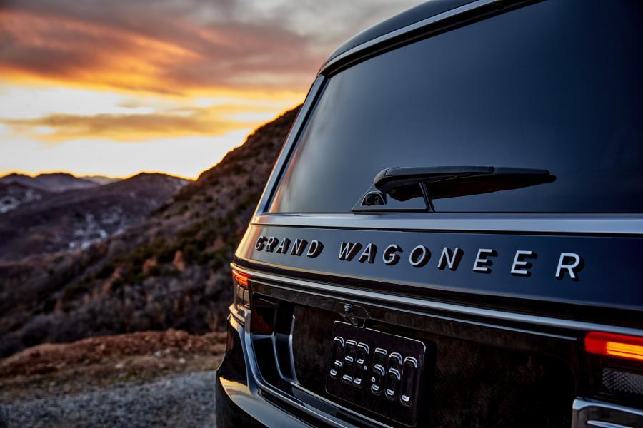 2022-Jeep-Grand-Wagoneer-19