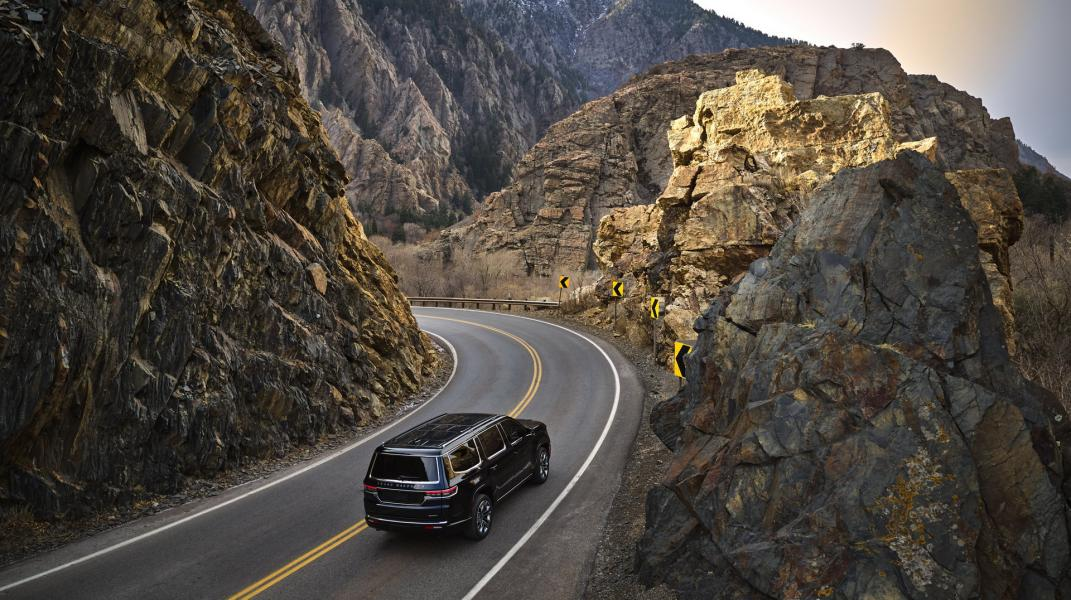 2022-Jeep-Grand-Wagoneer-4