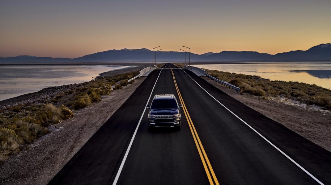 2022-Jeep-Grand-Wagoneer-9