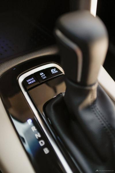32.-Toyota-Corolla-Cross-Hybrid-2022
