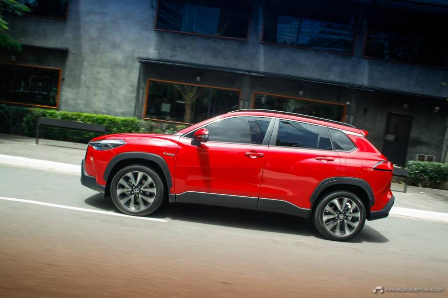 9.-Toyota-Corolla-Cross-Hybrid-2022