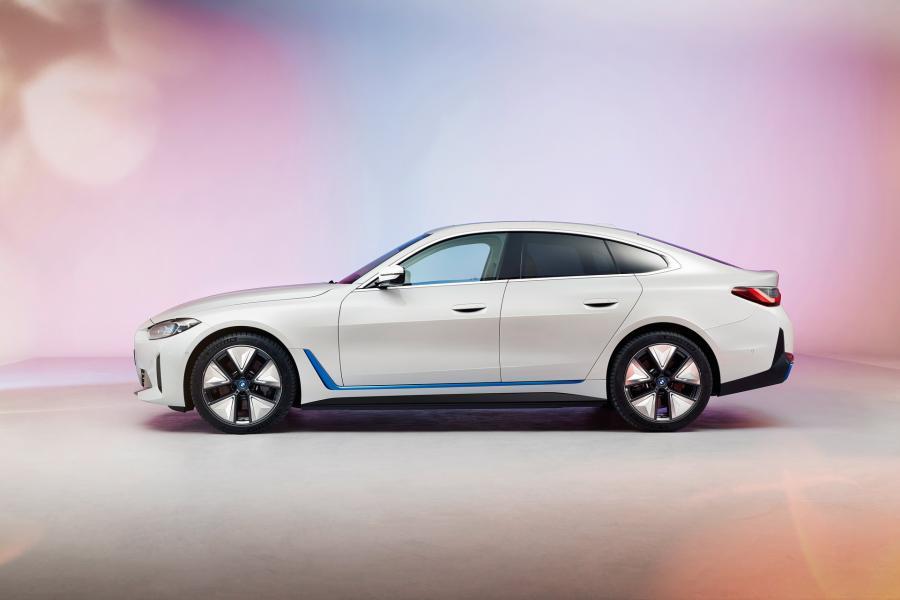 2022-BMW-i4-5