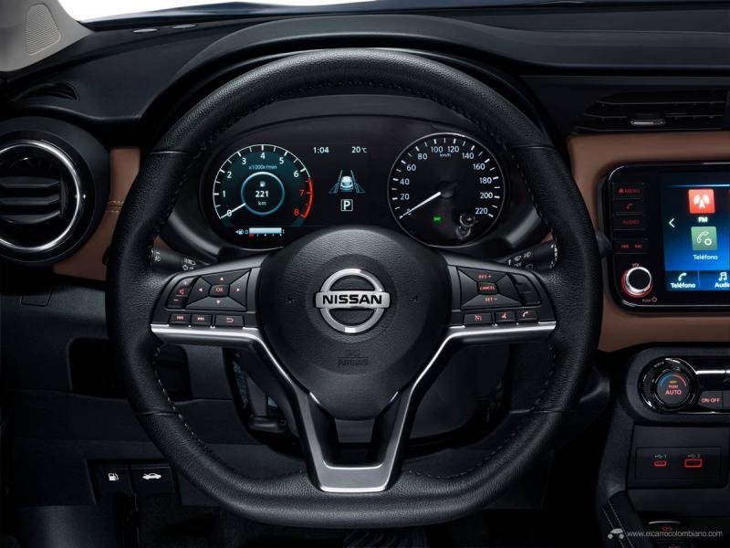 El Asistente de Conductor con display de 7 pulgadas, colocado detrás del volante, con indicador de temperatura exterior, está disponible en los grados Exclusive y Platinum.