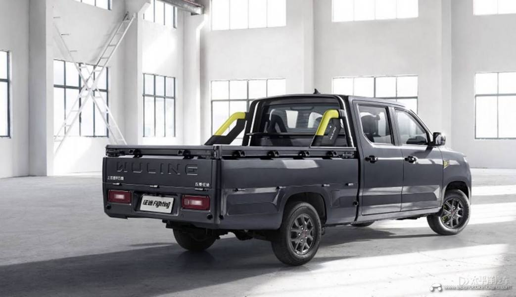 2021-Wuling-Journey-Pikcup-Lime-line-China-Exterior-003-rear-three-quarters