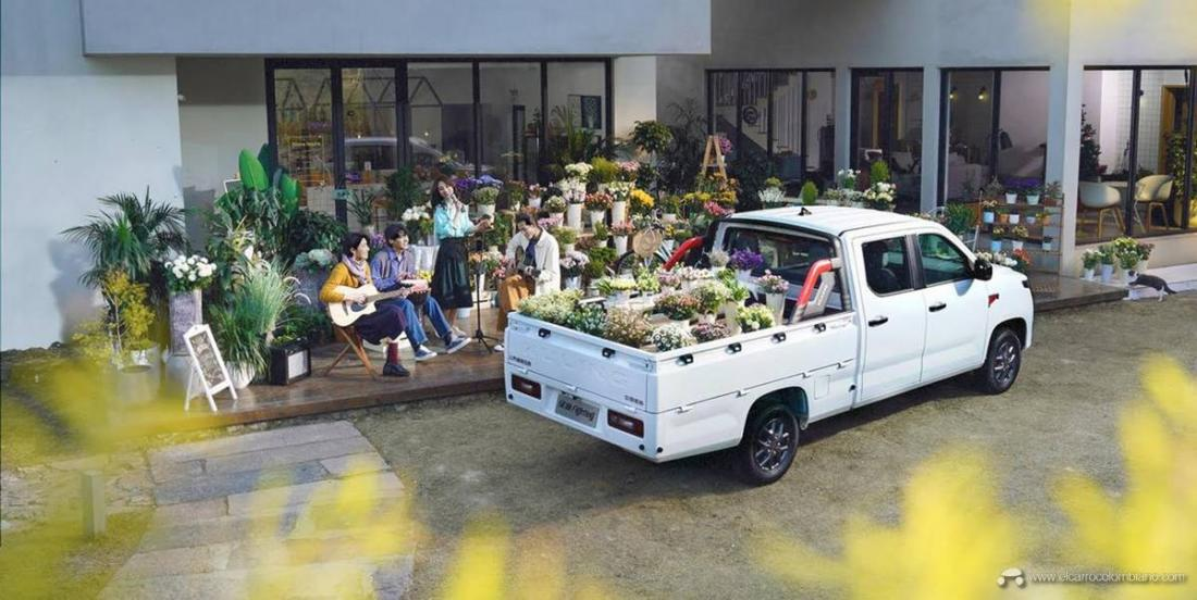 2021-Wuling-Journey-pickup-truck-China-Exterior-010-rear-three-quarters-cargo-box