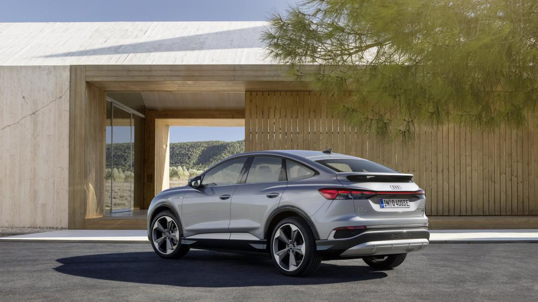 2022-Audi-Q4-e-Tron-14
