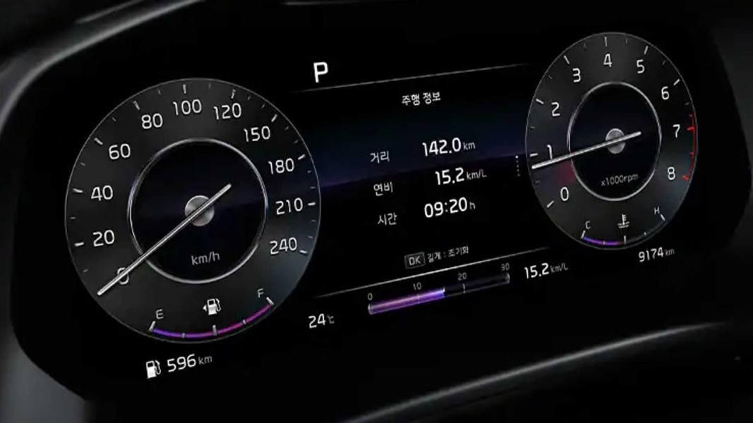 2022-kia-cerato-hatchback-2