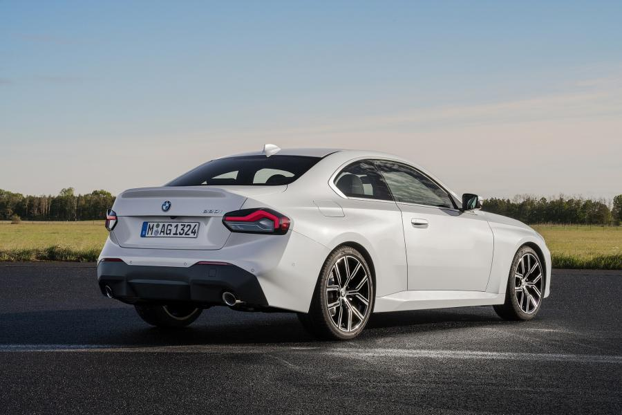 2022-BMW-2-Series-Coupe-5