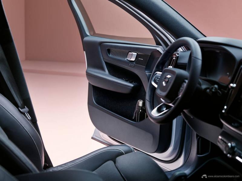 Light-version-SUP00071_steeringwheel_update