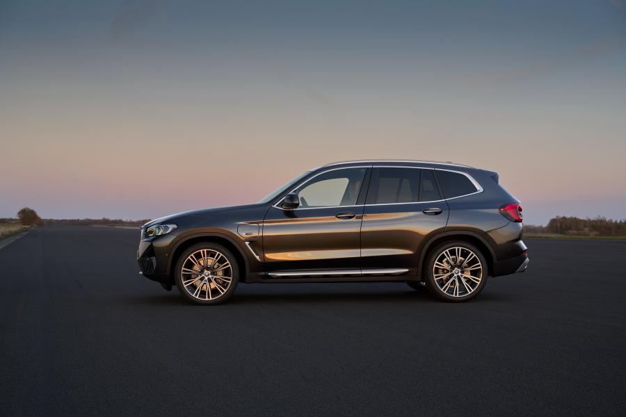 2022-BMW-X3-X4-13