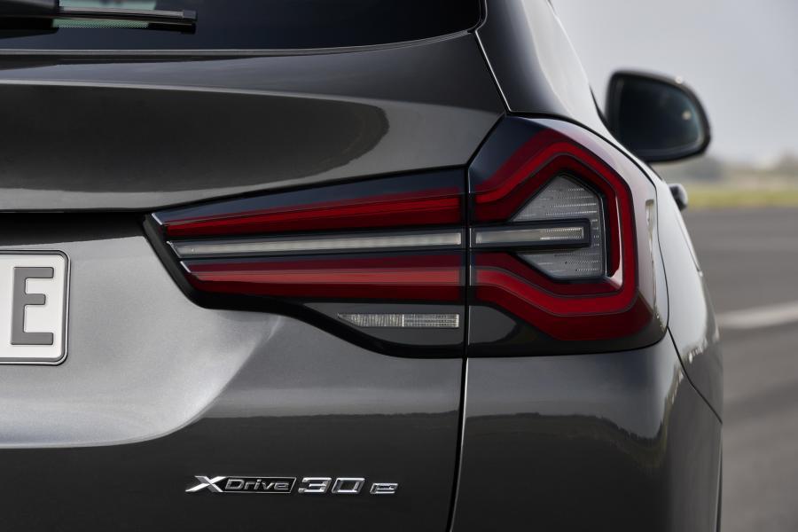 2022-BMW-X3-X4-18