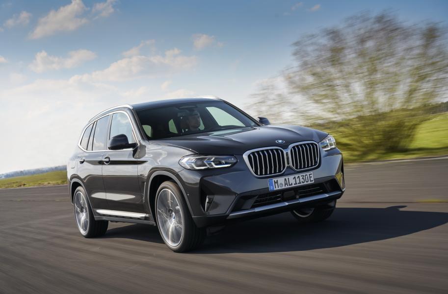 2022-BMW-X3-X4-4