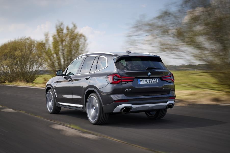 2022-BMW-X3-X4-5