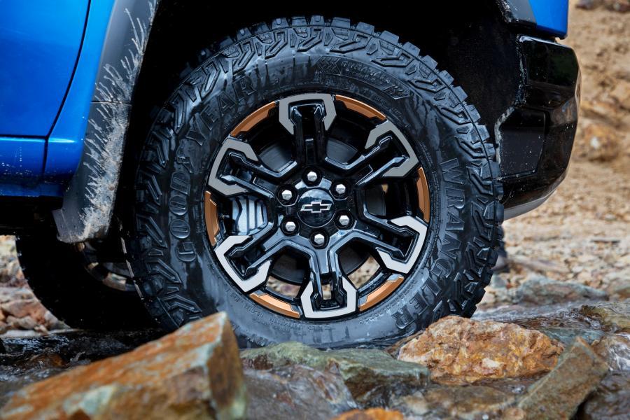 2022-Chevrolet-Silverado-ZR2-6