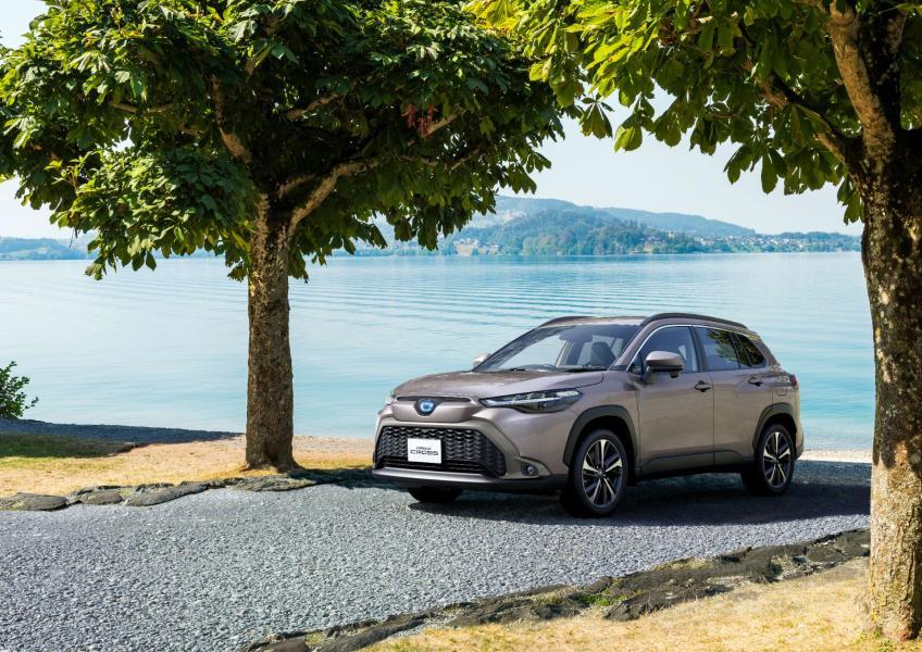 2022-Toyota-Corolla-Cross-Japanese-1
