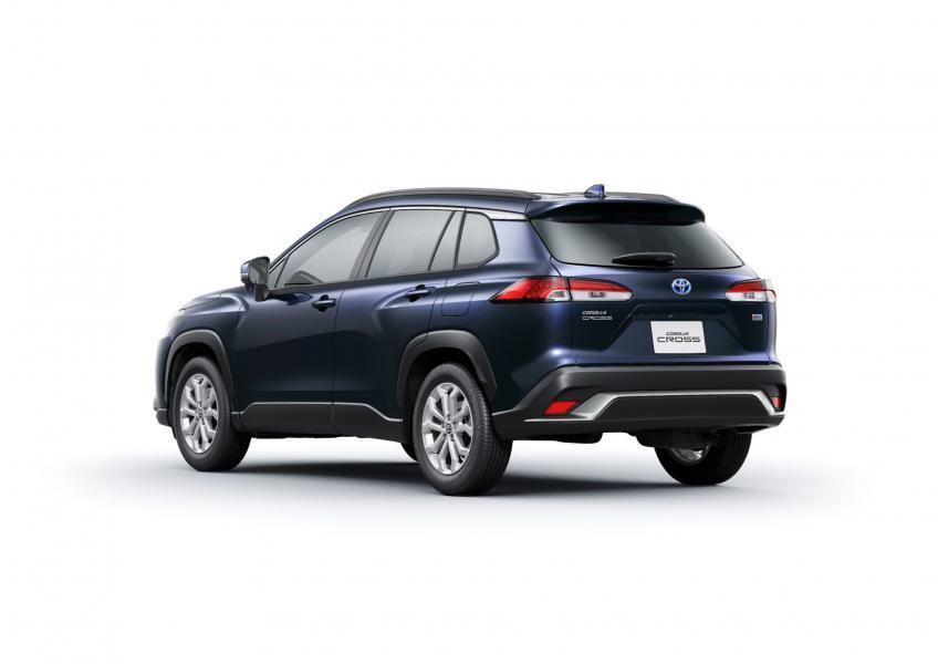 2022-Toyota-Corolla-Cross-Japanese-11