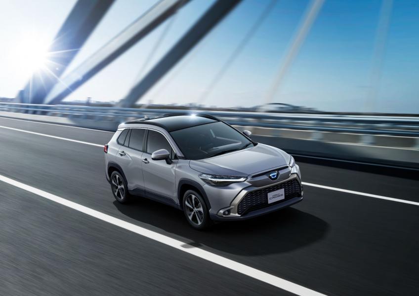 2022-Toyota-Corolla-Cross-Japanese-4