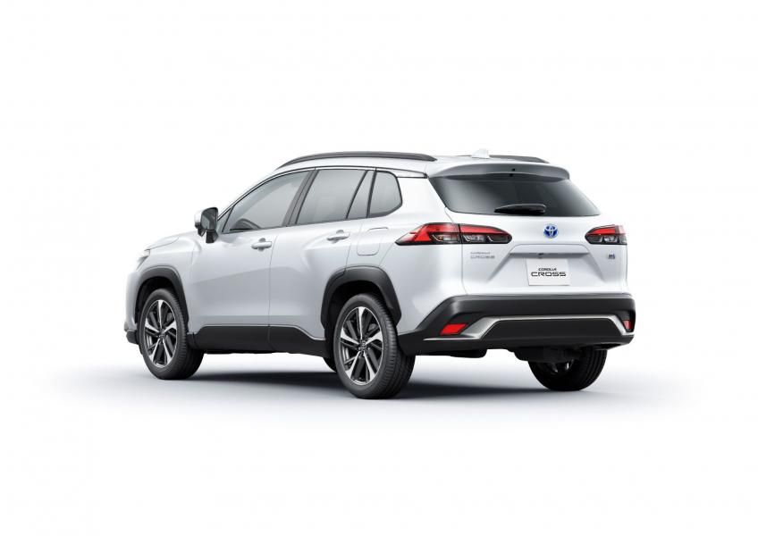 2022-Toyota-Corolla-Cross-Japanese-7