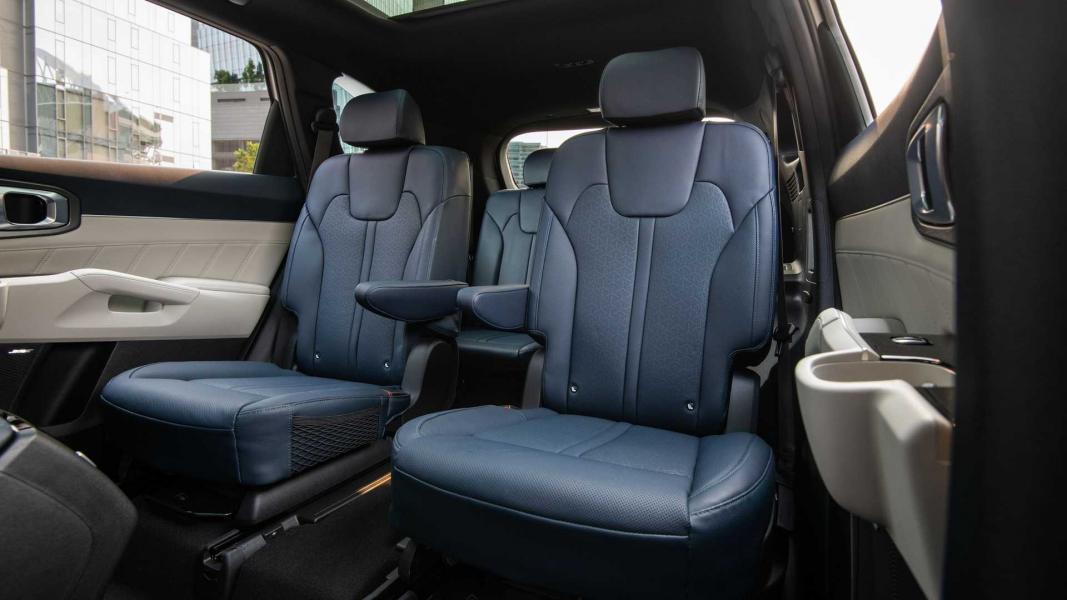 2022-kia-sorento-phev-interior-second-row-seats