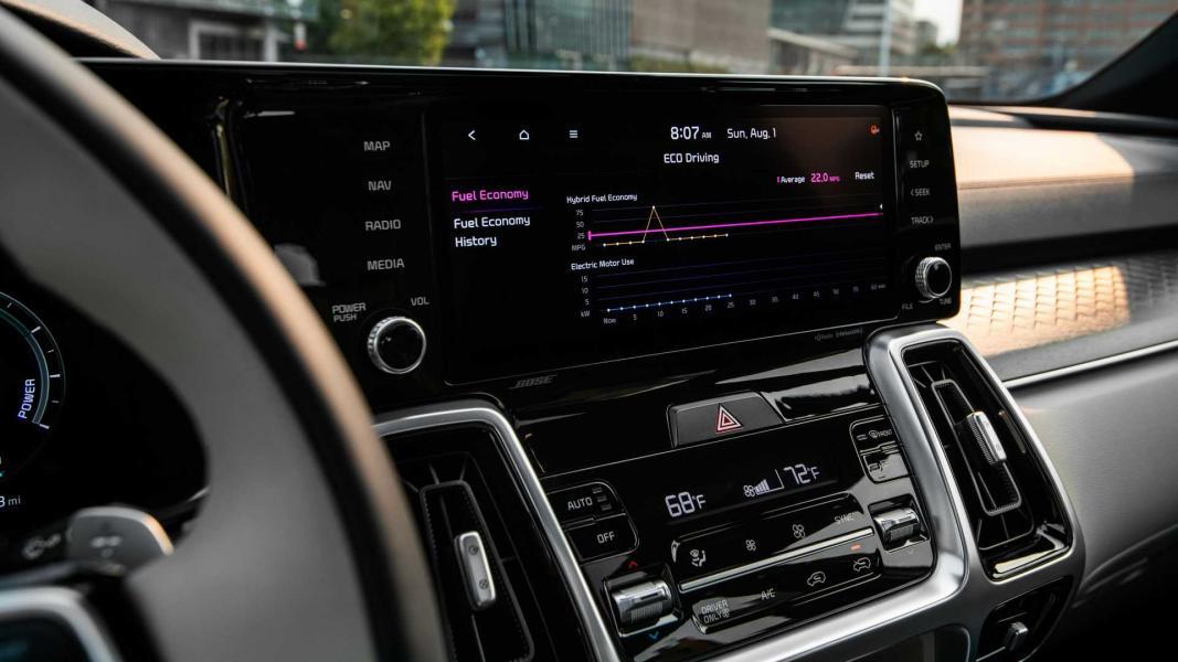 2022-kia-sorento-phev-interior-touchscreen