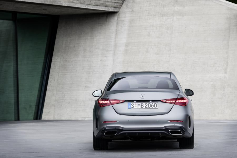 2022-Mercedes-Benz-C-Class-2-1