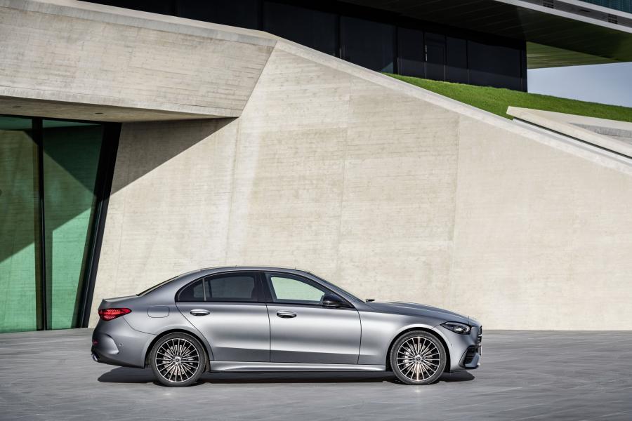 2022-Mercedes-Benz-C-Class-25-1