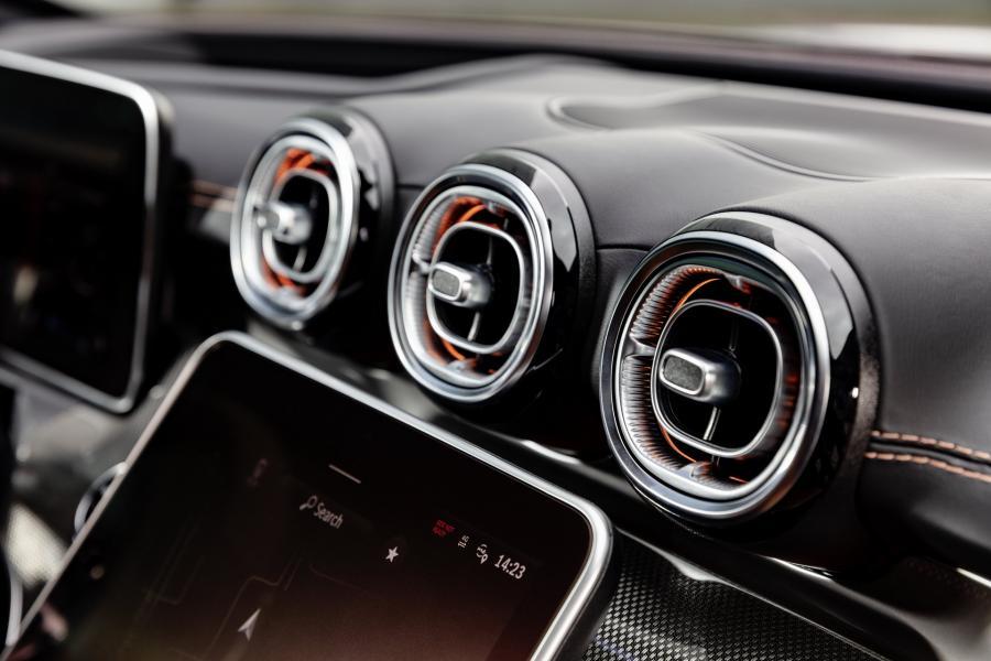 2022-Mercedes-Benz-C-Class-29-1