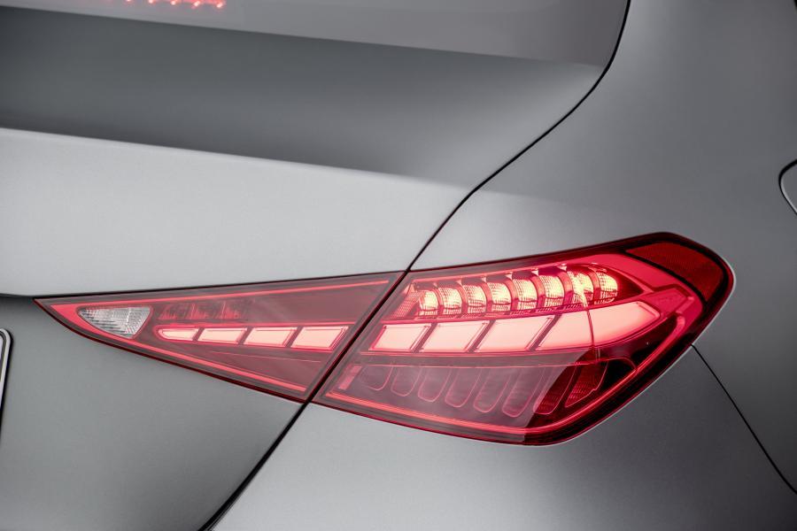 2022-Mercedes-Benz-C-Class-36-1