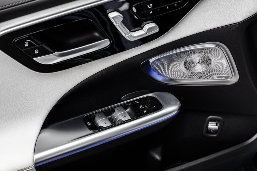 2022-Mercedes-Benz-C-Class-51-1