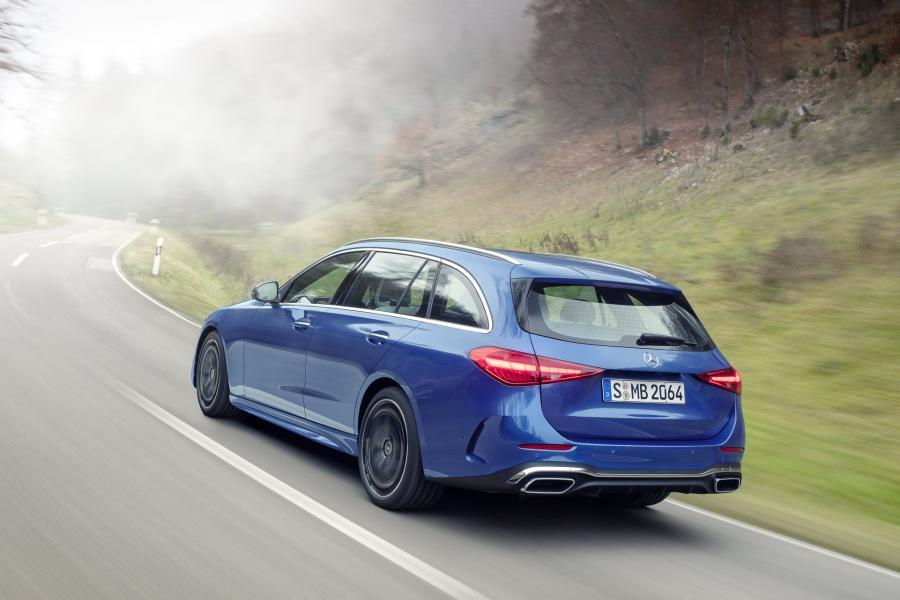 2022-Mercedes-Benz-C-Class-58-1