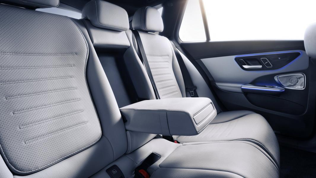 2022-Mercedes-Benz-C-Class-95