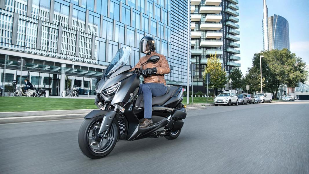 2019-Yamaha-XMAX300ASP-EU-Sword_Grey-Action-004-03