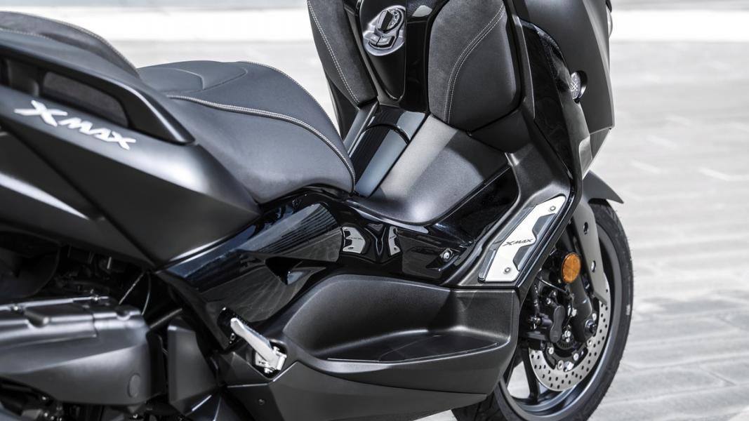 2019-Yamaha-XMAX300ASP-EU-Sword_Grey-Detail-002-03